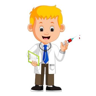 Médico feliz segurando a seringa