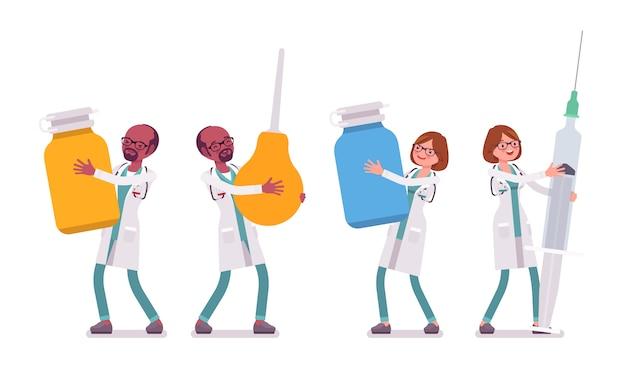 Médico masculino e feminino com ferramentas gigantes