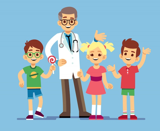 Médico pediatra masculino bonito e felizes crianças saudáveis. saúde infantil