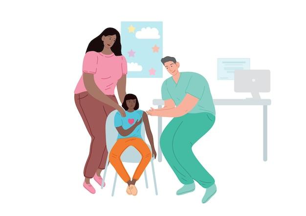 Médico vacinando o paciente. uma mulher com uma criança em uma consulta médica.