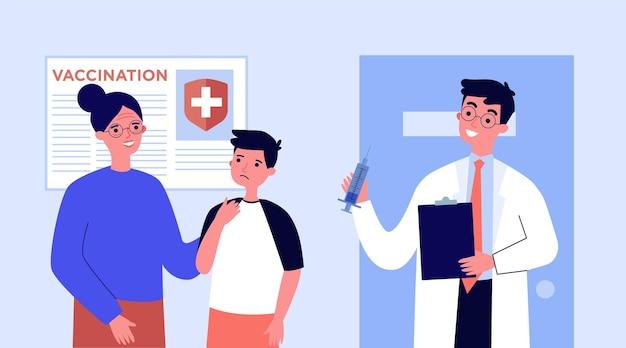 Médico vacinando pacientes em ilustração plana de clínica