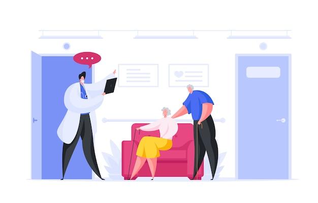 Médico visitante de casal sênior na clínica moderna