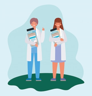 Médicos femininos e masculinos com frascos de remédios