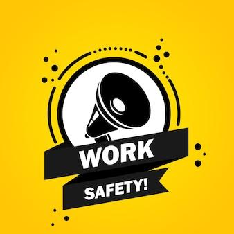 Megafone com banner de bolha do discurso de segurança no trabalho. slogan segurança no trabalho. alto-falante. rótulo para negócios, marketing e publicidade. vetor em fundo isolado. eps 10