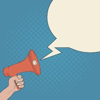Megafone na mão e discurso de bolha em branco ilustração de quadrinhos de alto-falante em estilo retro pop art