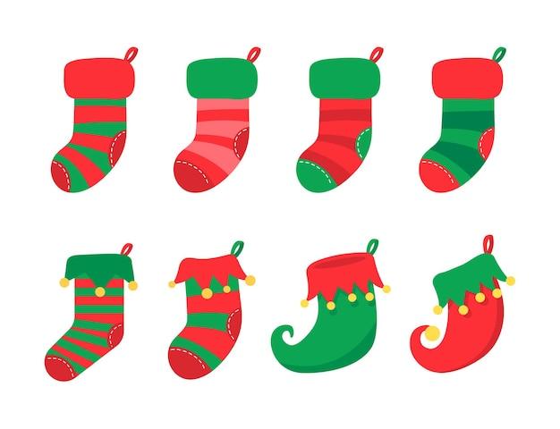 Meias de natal. meias vermelhas e verdes com vários padrões para a decoração de natal.