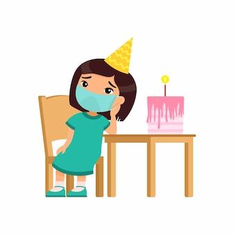 Menina asiática está triste no aniversário dela. gracinha com uma máscara médica no rosto se senta em uma cadeira. aniversário sozinho. proteção contra vírus, conceito de alergias.
