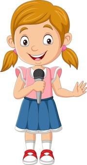 Menina bonitinha cantando segurando o microfone