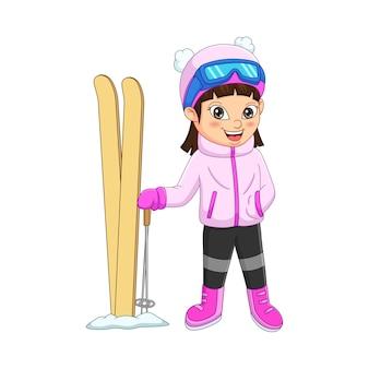 Menina bonitinha esquiando com roupas de inverno