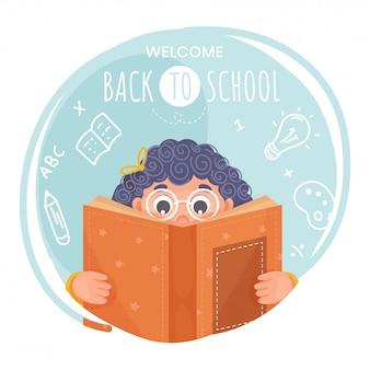 Menina bonito que lê um livro com elementos dos suprimentos no fundo azul e branco abstrato para a boa vinda de volta ao conceito da escola.
