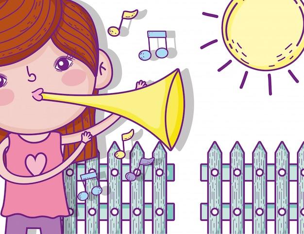 Menina bonito tocar trompete com sol