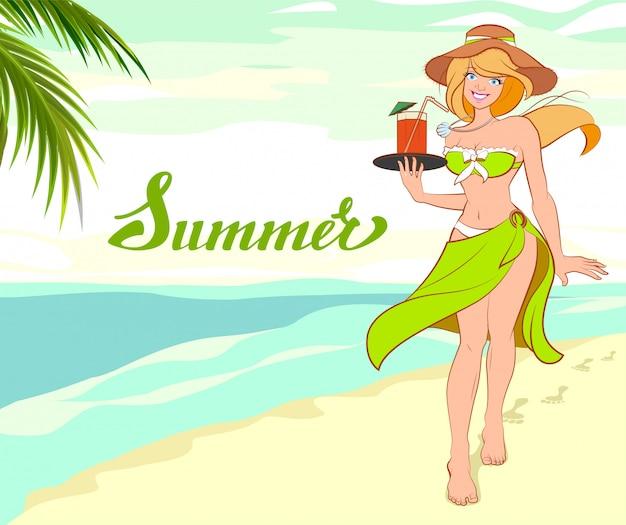 Menina com coquetel na praia. férias de verão na praia