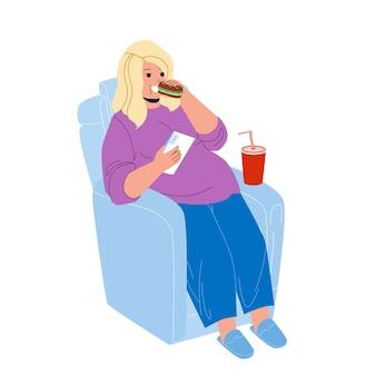 Menina com excesso de peso come fast food no vetor da poltrona. jovem garota com excesso de peso, sentada na cadeira, comendo sanduíche, bebendo refrigerante e segurando o smartphone. personagem gordura problema ilustração flat cartoon Vetor Premium