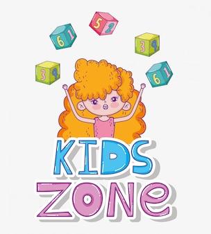 Menina com jogo de cubos na zona de crianças
