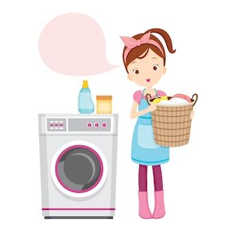 Menina com máquina de lavar roupa, segurando uma cesta cheia de roupas