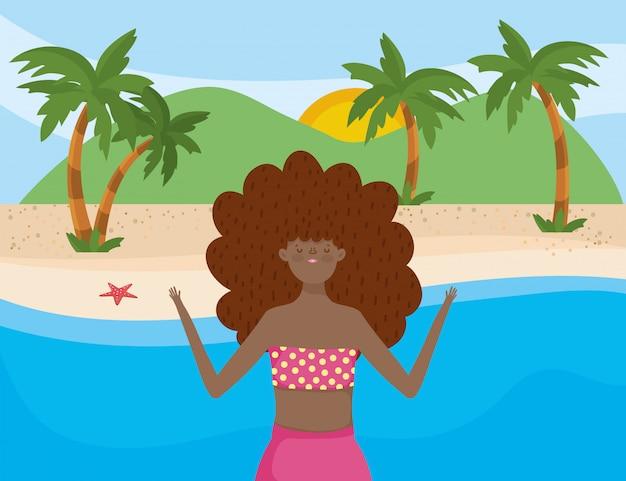 Menina com roupa de banho de verão