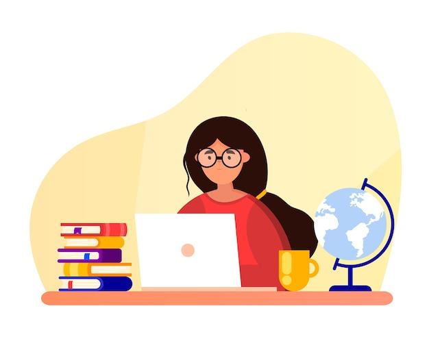 Menina com um laptop está estudando. mulher de óculos se senta em uma mesa. conceito de educação aprendizagem online