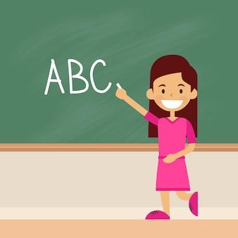 Menina da escola escrever no alfabeto de cartas de tabuleiro verde