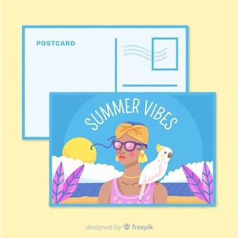 Menina das férias de verão com cartão do papagaio