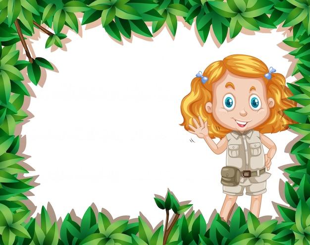 Menina de acampamento no quadro da natureza