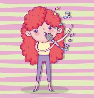 Menina de beleza brincar e cantando com penteado