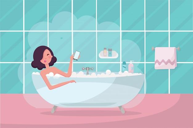 Menina de cabelos escuros na banheira com o smartphone na mão.