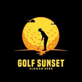 Menina de golfe ao pôr do sol logo