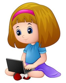 Menina dos desenhos animados, jogando um laptop