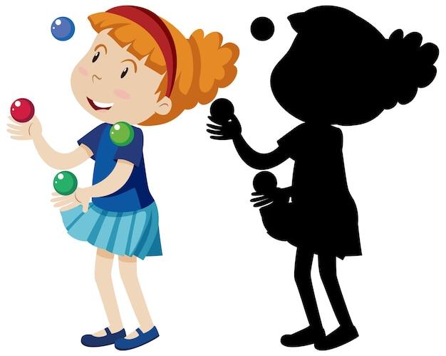 Menina feliz brincando com muitas bolas coloridas e em silhueta
