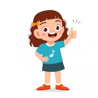 Menina feliz criança fofa com o polegar para cima