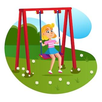Menina feliz dos desenhos animados, sentado no balanço no parque infantil