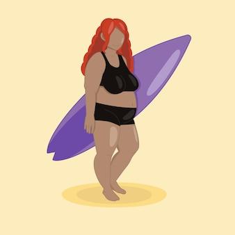 Menina gordinha na praia com prancha de surf