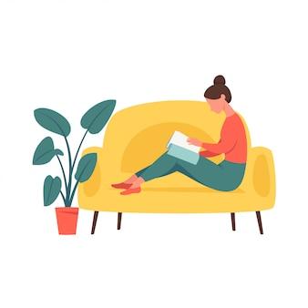 Menina jovem, sentando, em, um, sofá, e, sacudindo, revista