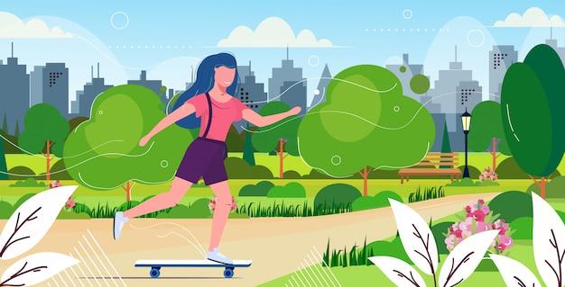 Menina patinadora realizando truques no parque público conceito de skate feminino adolescente se divertindo andando de skate paisagem urbana fundo ilustração vetorial esboço horizontal de comprimento total