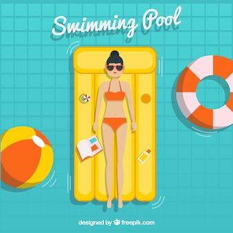 Menina relaxada em uma piscina
