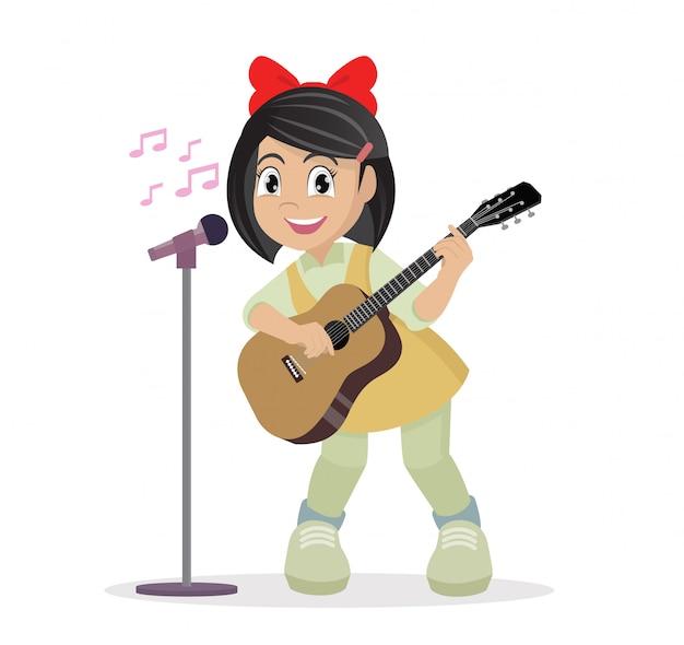 Menina tocando guitarra e cantando.