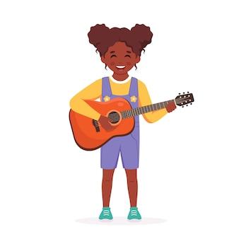 Menina tocando violão criança tocando instrumento musical