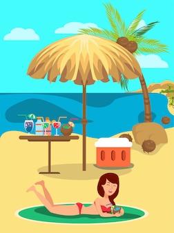 Menina tomando banho de sol em coquetéis de guarda-chuva e bebida.