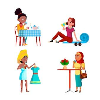 Meninas adolescentes que bebem bebidas de frescor definir vetor. meninas adolescentes bebendo água fresca após o treinamento e delicioso chá quente, café da manhã, suco e coquetel no café. personagens plana ilustrações de desenho animado