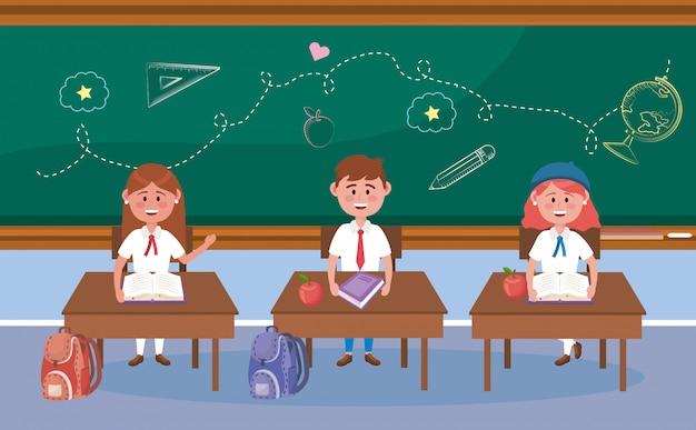 Meninas e menino estudantes na mesa com frutas livro e apple para voltar para a escola