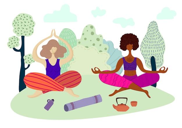 Meninas ou mulheres estão meditando e fazendo yoga no parque