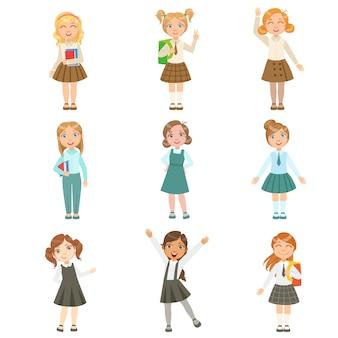 Meninas, vestindo uma variedade de uniformes escolares elegantes conjunto