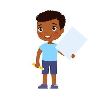 Menino africano sorridente segurando uma ilustração de folha de papel vazia