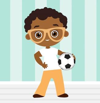 Menino afro-americano com óculos. garoto jogando futebol.