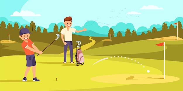 Menino alegre que bate a bola com os clubes de golfe no furo.