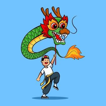 Menino alegre tocando dança do dragão chinês