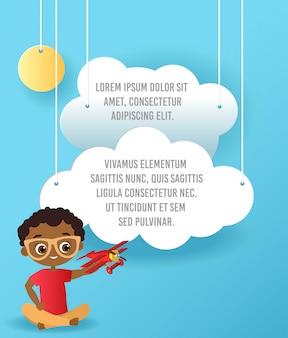 Menino americano africano com óculos e avião de brinquedo. menino brincando com o avião.