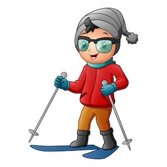 Menino bonitinho esquiando com roupas de inverno