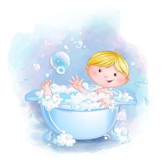 Menino bonitinho toma banho em uma banheira com espuma e sabão e bolhas.