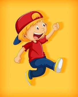Menino bonito com boné vermelho com estrangulamento na posição de caminhar personagem de desenho animado isolado em fundo amarelo